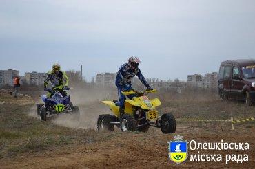 1-2 квітня в Олешках пройшов Чемпіонату країни з мотокросу